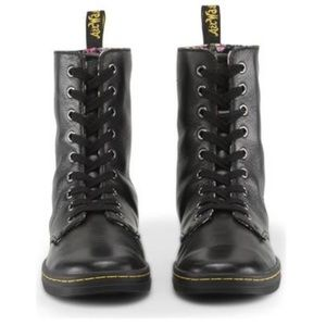 Dr. Martens Stratford leather boots